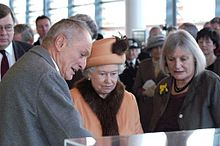 220px-Queen_Elizabeth_II_with_Richard_Rogers_and_Sue_Essex
