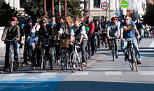 220px-Cyclists_at_red_2