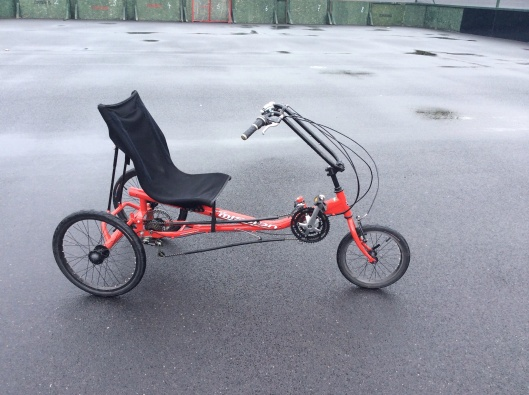 Recumbent with comfortable seat, taking pressure off knee joint, good manoeuvrability